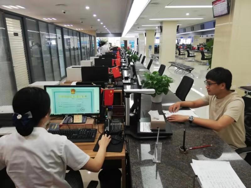 """济南首张外资民办非企业单位法人登记证书""""颁出"""""""