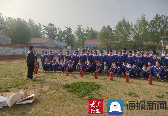 成武县苟村集镇中心小学开展消防灭火安全演练活动